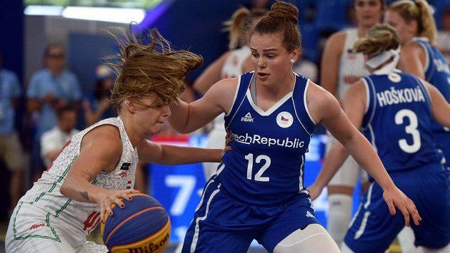 Zleva Vivien Böröndyová z Maďarska a Alžběta Levinská z ČR.