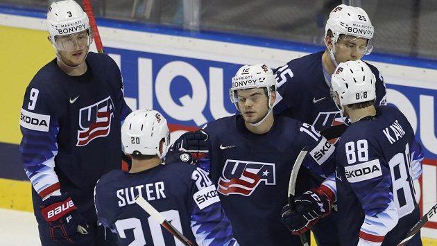Hokejisté USA si na MS proti Francii s chutí zastříleli. Mezi střelce se zapsal i Alex DeBrincat.
