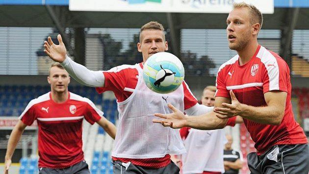 Fotbalisté Plzně zleva Michael Krmenčík, Lukáš Hejda a Daniel Kolář.