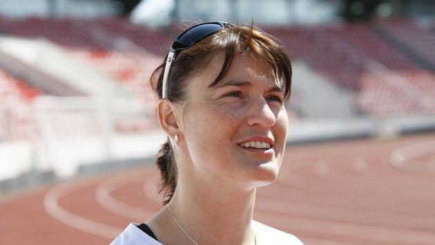 Trénink Nikoly Sudové (na snímku) s členkami atletické skupiny Rychlých holek na stadiónu Evžena Rošického na Strahově.