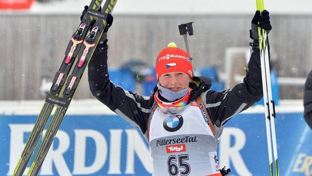 Česká biatlonistka Veronika Vítková se raduje ze druhého místa v rakouském Hochfilzenu.