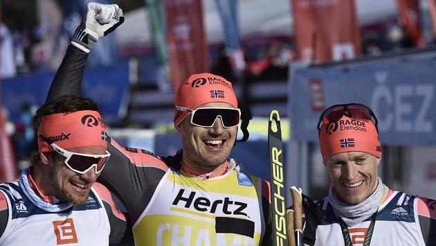 První tři muži závodu. Zleva druhý Oskar Kardin ze Švédska, vítězný Nor Andreas Nygaard a třetí Petter Eliassen z Norska.