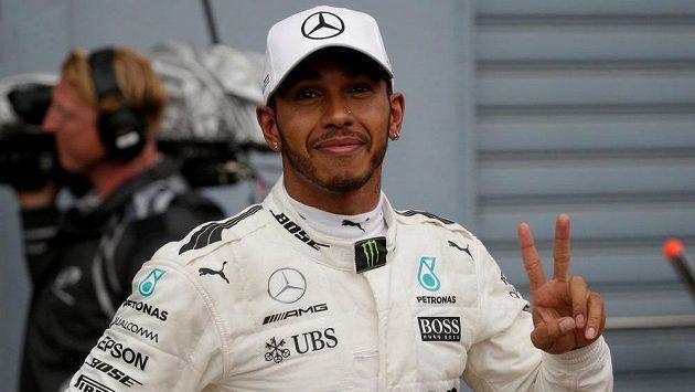 Brit Lewis Hamilton po vítězné kvalifikaci na Velkou cenu Itálie.
