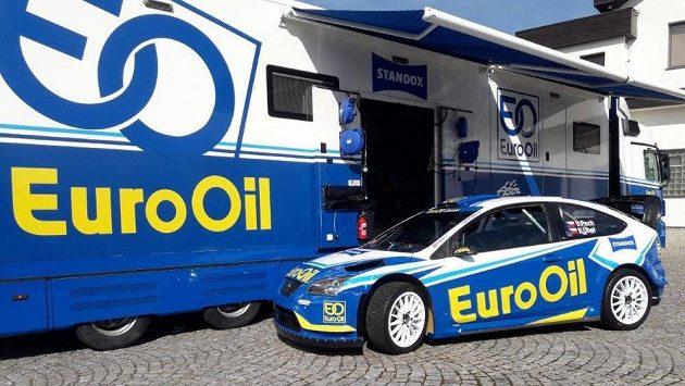 Václav Pech a jeho vůz pro nadcházející rallyeovou sezonu - Ford Focus WRC 06.