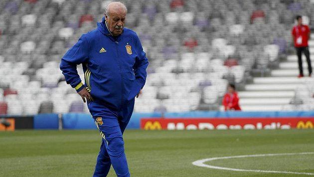 Kouč španělských fotbalistů Vicente del Bosque během nedělního tréninku mužstva na stadiónu v Toulouse, kde La Roja odehraje v pondělí zápas mistrovství Evropy s Českou republikou.