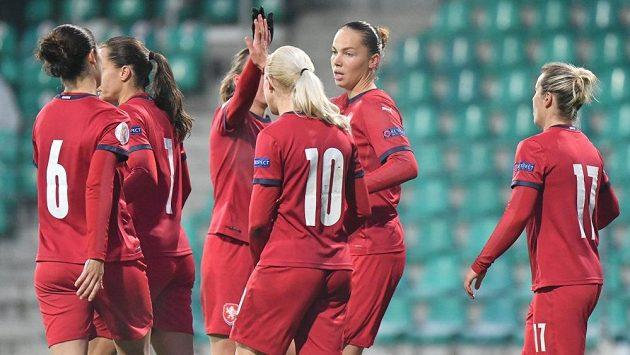 Gólové radosti si české fotbalistky v utkání proti Moldavsku užily do sytosti.