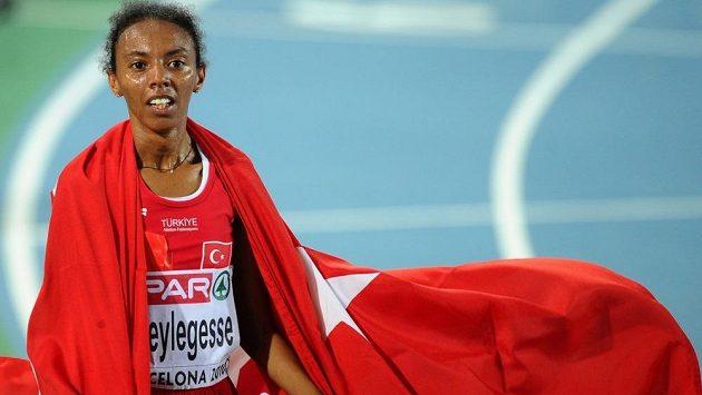Turecká běžkyně Elvan Abeylegesseová na archivním snímku.