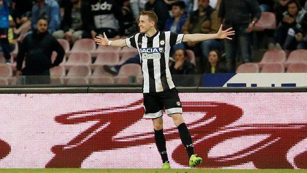 Fotbalista Udinese Jakub Jankto slaví gól proti Neapoli.
