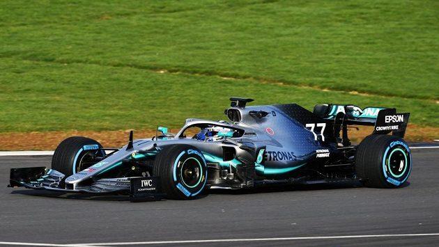 Mercedes má s novým monopostem potíže.