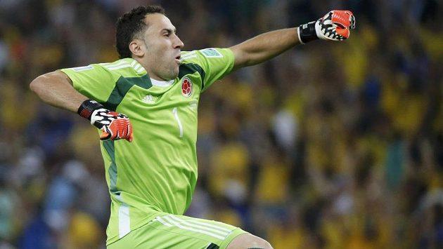 Kolumbijský brankář David Ospina na mistrovství světa slaví gól svého mužstva v duelu proti Uruguayi.