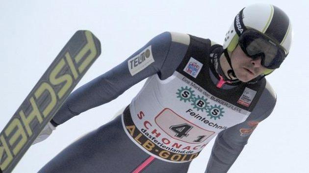 Český sdruženář Aleš Vodseďálek v závodu Světového poháru družstev v Schonachu.