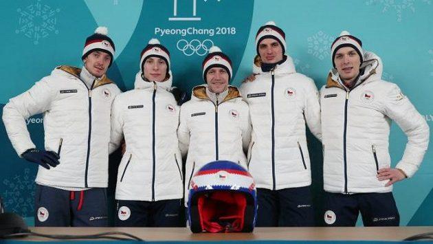 Čeští skokané na lyžích zleva Lukáš Hlava, Viktor Polášek, Roman Koudelka, Čestmír Kožíšek a Vojtěch Štursa na tiskové konferenci před zahájením zimních olympijských her v jihokorejském Pchjongčchangu.