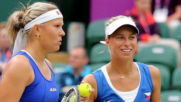 České tenistky Andrea Hlaváčková (vlevo) a Lucie Hradecká.
