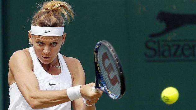 Lucie Šafářová hraje ve Wimbledonu o účast ve čtvrtfinále.