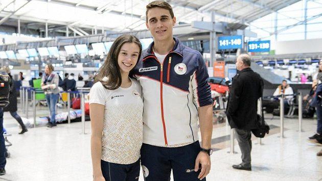 Anna Dušková a Martin Bidař při odletu na ZOH 2018 do Pchjongčchangu.