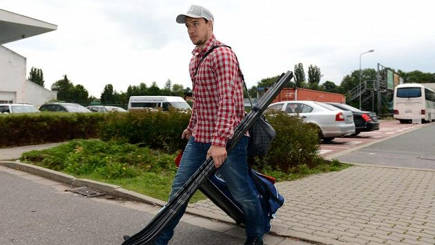 Hokejový útočník Jan Kovář přichází na sraz hokejové reprezentace.