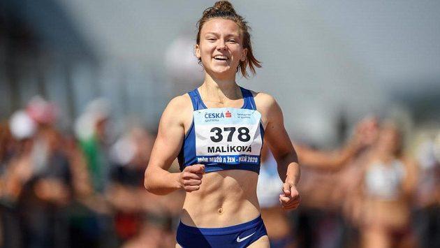 Šťastná Barbora Malíková po zisku českého titulu na čtvrtce.