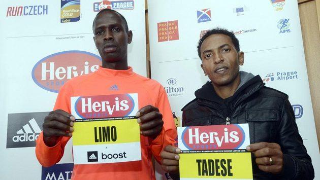 Favorité Pražského půlmaratónu: světový rekordman Zersenay Tadese z Eritrey (vpravo) a Philemon Kimeli Limo z Keni.