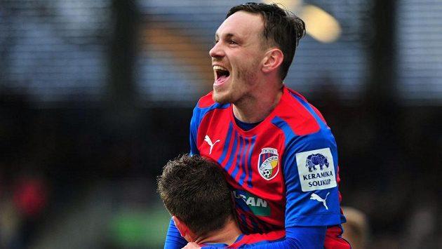 Plzeňský záložník Ondřej Vaněk se raduje z gólu.