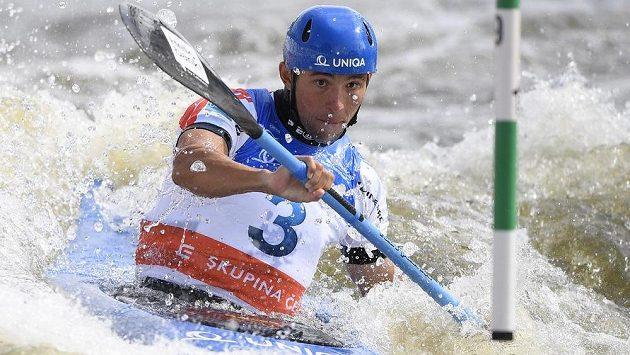 Kajakář Jiří Prskavec při vítězném pražském finále Světového poháru ve vodním slalomu.