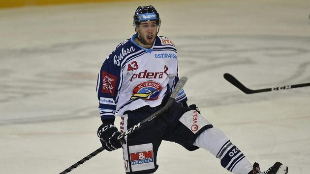 Daniel Kurovský z Vítkovic se raduje z gólu.