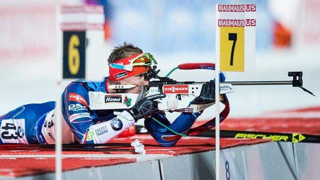 Ondřej Moravec během střelby ve sprintu Světového poháru v biatlonu v Novém Městě na Moravě.
