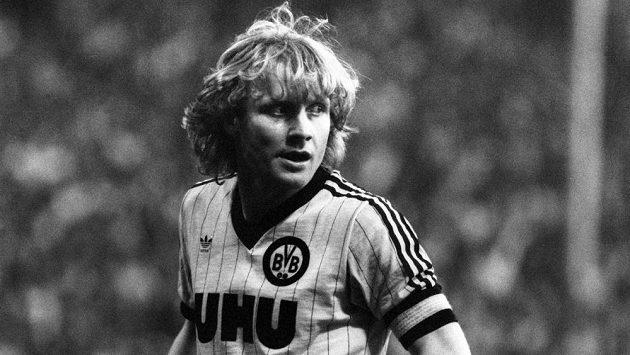 V 69 letech zemřel čtvrtý nejlepší střelec v historii německé fotbalové ligy Manfred Burgsmüller.