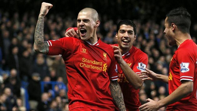 Obránce Liverpoolu Martin Škrtel (vlevo) a útočník Luis Suárez se radují z gólu.