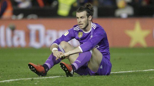 Zklamaná hvězda Realu Madrid Gareth Bale během utkání s Valencií.