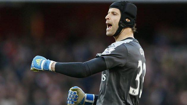 Brankář Arsenalu Petr Čech slaví výhru nad Norwichem.