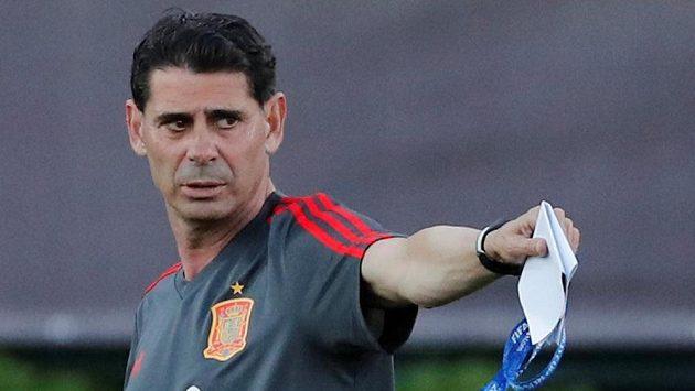 Nový kouč Španělů Fernando Hierro při tréninku v Krasnodaru.