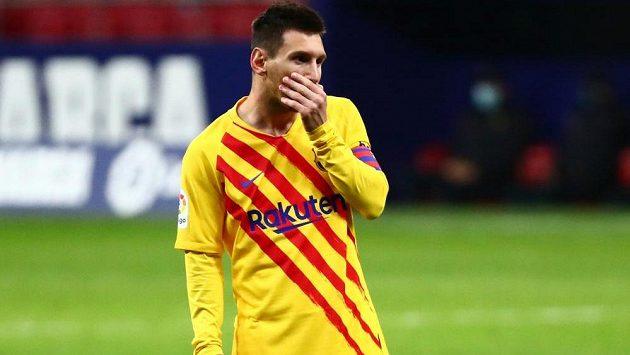 Zklamaná barcelovská hvězda Lionel Messi po porážce na hřišti Atlétika Madrid.