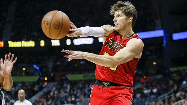 Basketbalista Kyle Korver v dresu Atlanty.