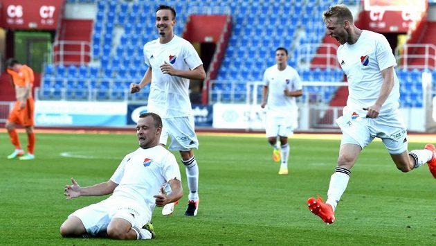 Dva góly dal Frýdku-Místku záložník Petr Nerad. Baník se po třetí výhře v řadě vyhoupl do čela druhé ligy.