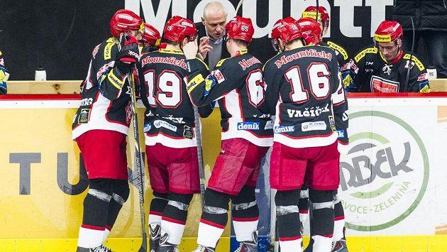 Střídačku hradeckých hokejistů sklátila chřipková epidemie.