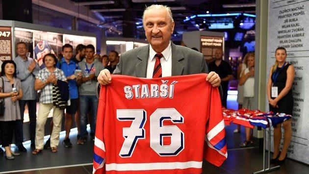 22e630dddfc9f Ján Starší na archivním snímku z roku 2016 při setkání hokejových legend v  Síni slávy.