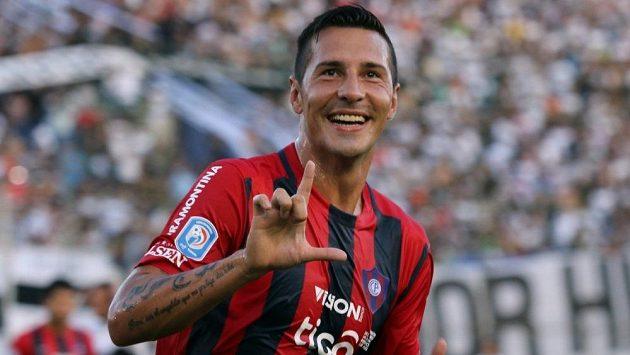Paraguayský fotbalista Jonathan Fabbro je podezřelý ze sexuálního napadení nezletilé dívky.