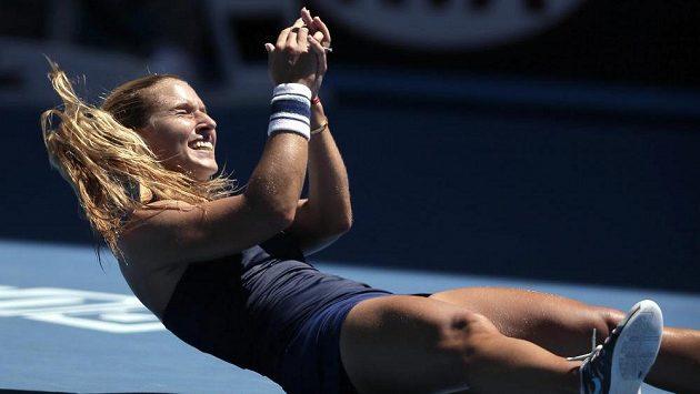 Dominika Cibulková se raduje z postupu do finále Australian Open.