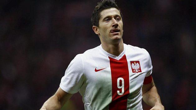Kanonýr Robert Lewandowski dal v pátek Islandu dva góly, proti Čechům však v úterý nenastoupí.
