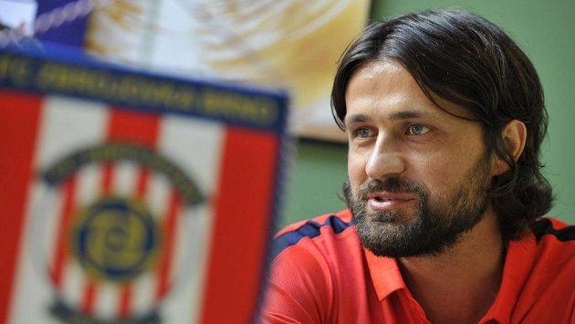 Bněnský kapitán Pavel Zavadil na tiskové konferenci před startem nové sezóny.