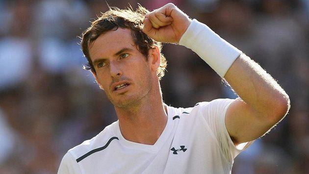 Spokojený britský tenista Andy Murray po vítězství ve 2. kole Wimbledonu.