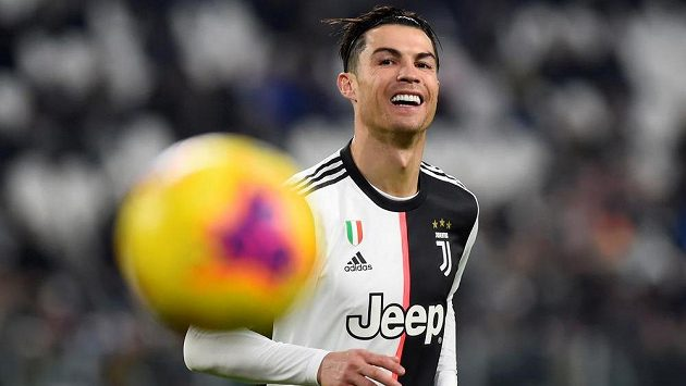 Opora Juventusu Cristiano Ronaldo během utkání s Udine.