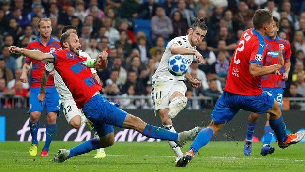 Plzeňská obrana hlásí pohotovost! Pálí Gareth Bale.