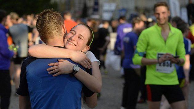 Hurá, už jsi dal maratón pod dvě hodiny i ty, miláčku! (ilustrační foto)