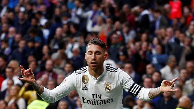 Je to tam! Sergio Ramos slaví po proměněné penaltě.