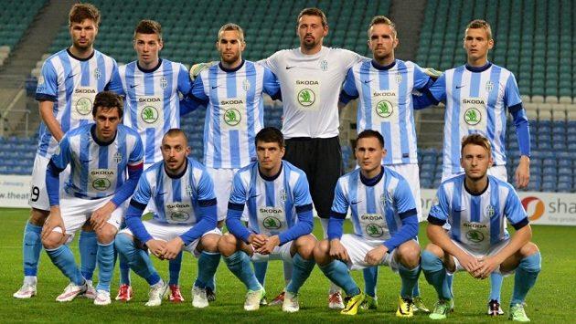 Kamil Vacek (v dolní řadě první zleva) dovedl Mladou Boleslav k výhře nad Midtjyllandem s kapitánskou páskou na rukávu.
