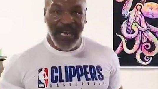 Jsem zpět, říká Mike Tyson.