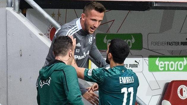 Zraněný Tomáš Pekhart a Mahir Emreli oslavují první gól Legie.