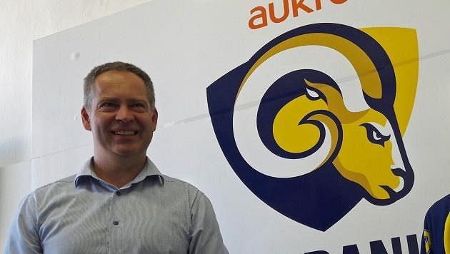 Generální manažer Martin Hosták představuje nové logo zlínských Beranů - archivní snímek.
