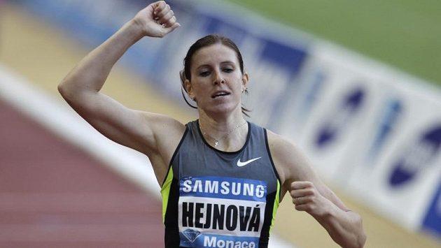 Zuzana Hejnová se raduje z vítězství v závodě Diamantové ligy v Monaku.
